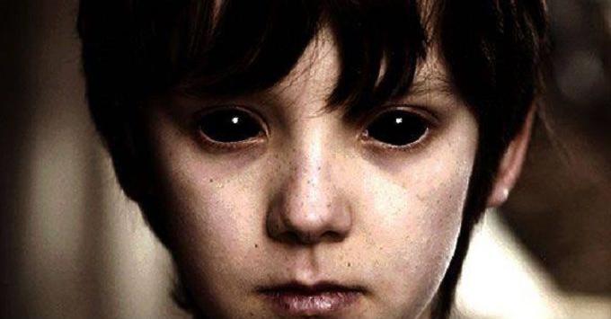 enfants aux yeux noirs
